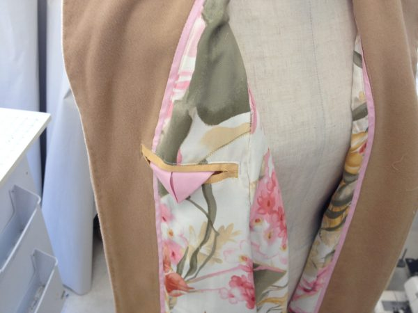 sewing classes in Chicago: tchad: Ying: cashmere: cape: simplicity: 6680: lining detail