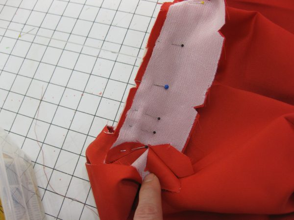 Sewing classes in chicago: tchad: workroom: studio: Debbie permoda: butterick 5557: binding wrestling match 3